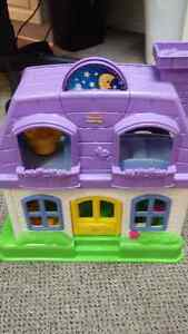 Fisher Price Little People House with Family Kitchener / Waterloo Kitchener Area image 1