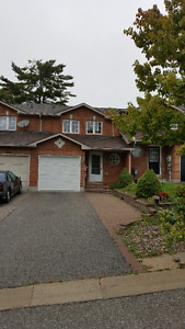 Great townhouse at Ferndale Dr S and Essa Rd (Barrie)