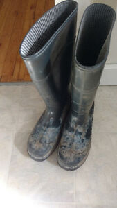 Steel toe rubber boots size 10
