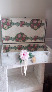 Valise ou malle antique shabby chic