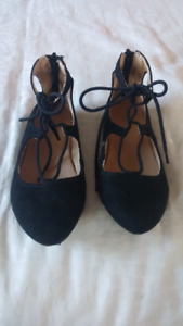 Girls size 1 Flat Lace-up Shoes