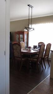 Mobilier de salle à manger 8 pièces en bois franc - prix réduit
