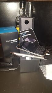 *** Blackberry Classic Sale ***  leather Case included