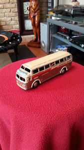TIN LITHO CONTINENTAL TRAILWAYS FRICTION TOY BUS
