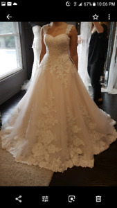 BRAND-NEW  WEDDING DRESS  WITH THE VEIL FOR SALE