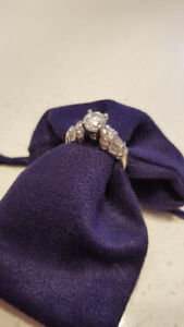 Beautiful 1.05 Carat Engagement Ring! (total 2ct)