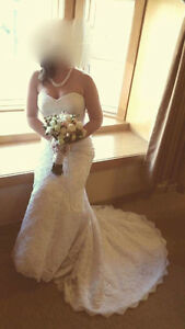 Gorgeous lace beaded sweetheart neckline wedding dress (size 16)
