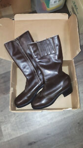 FS: Ladies Brown Winter Boots - size 8 - NEW in Box