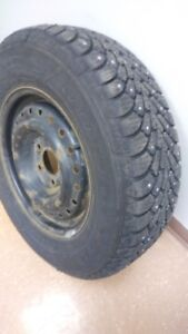 Pneus GoodYear Nordic Winter 215/70 R15
