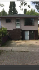 124 duke st close to lakehead 1/2block from law school