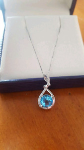 White gold with genuine blue topaz and diamond's