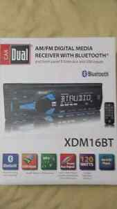 Dual car stereo with Bluetooth