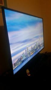 "Insignia flatscreen HDTV 32"" LED"