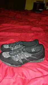 SIZE 8 NARROW TOE WORK OUT SHOES