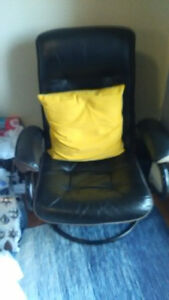 selling 2 chairs