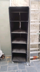 Free storage shelf with wheels