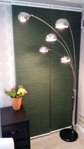 Chrome-plated, modern floor lamp in excellent condition.