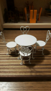 Dollhouse coffee table and chairs