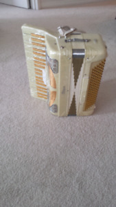 Titan accordion