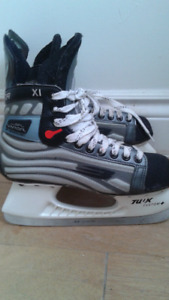 Bauer tuuk customs. Like new.
