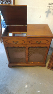 Turntable/Stereo Hutch