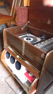 Vintage Shelbern Stereo/turntable and bar.
