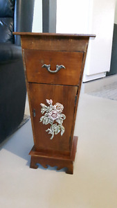 Table appoint style antique