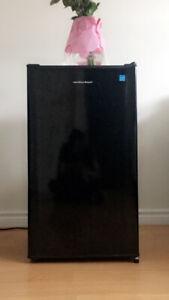 3.3 cu ft mini fridge by Hamilton Beach