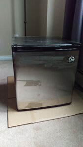 Bar fridge for sale - 1.7 Cubic ft