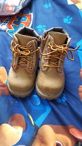 Boys hightop boots/shoes