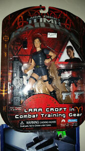 LARA CROFT IN COMBAT TRAINING GEAR FACTORY SEALED ONLY 20$......