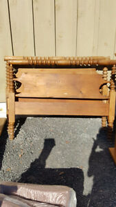 Primitive Antique Pine Spindle Bed - 3/4