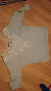 9 tops for shorter women or teenagers(sizes small and medium) Gatineau Ottawa / Gatineau Area image 4