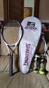 Tennis racquet w carrying case and 6 balls
