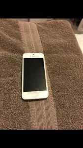 iPhone 5 white Telus Windsor Region Ontario image 1