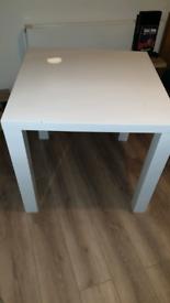 High gloss whita table 80x80