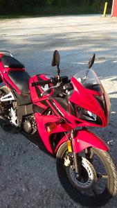 Moto comme neuve prix 1400