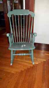 Beautidul solid wood rocking chair