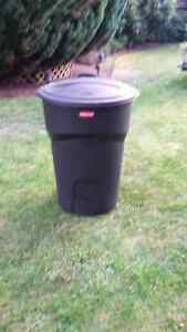 121L Rubbermaid Garbage Can