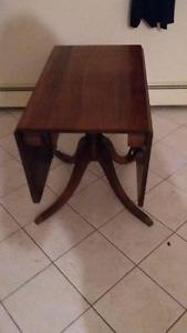 Antique drop-leaf hardwood dining table (Duncan Phyfe)