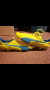 Size 10.5 puma  evospeed sl  soccer cleats brand new never worn.