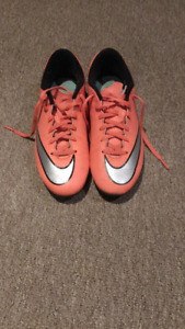 Chaussures de soccer avec crampons Nike taille 8.5