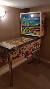 Vintage Pinball Game For Sale