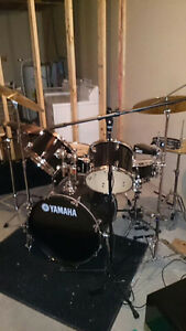 Yamaha Gig Maker drum Set with DW twin peddles