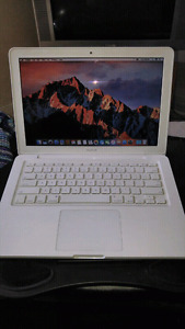 2010 MacBook unibodyfor $250 firm