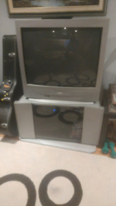 """Sanyo 32"""" TV and Grey Stand FREE"""