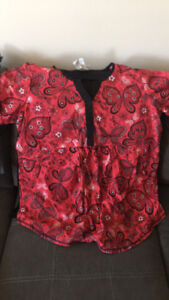 Maternity scrubs large ( big for size )