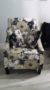 Accent chair with matching pillows