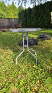 Large outdoor circular side table (pickup only)