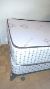 Like New Memory Foam Mattress. (Single)